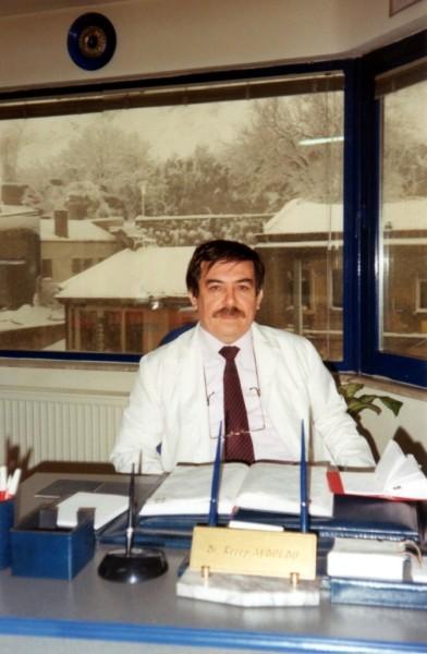 Dt. Recep Aydoğdu - Muayenehanesinde (1999)