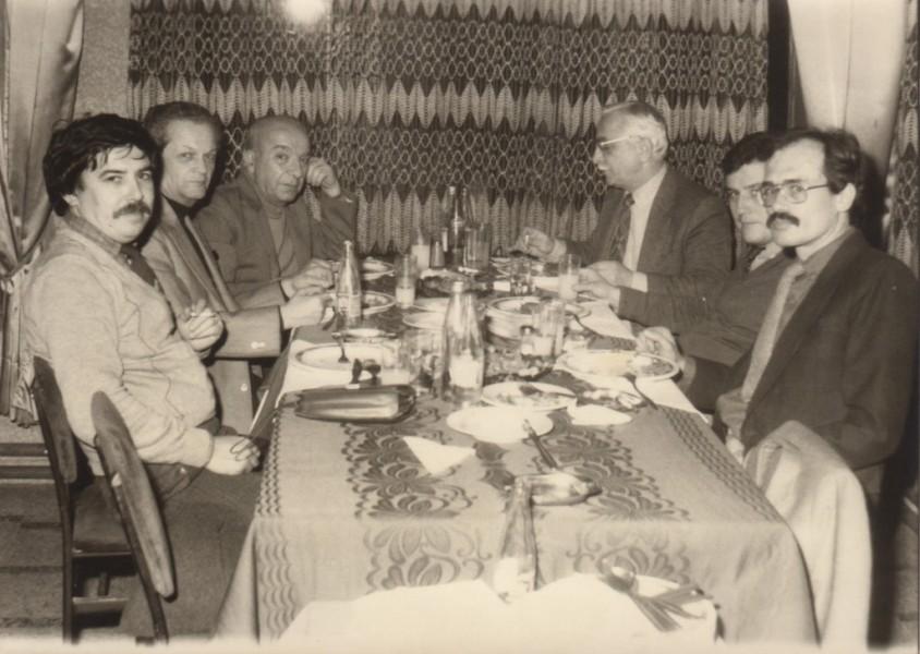 Dt. Recep Aydoğdu, Dr. Zafer Çalışkan, Dr. Fazlı Duyguluer (Rönt. Müt.), Dt. Yaşar Gürsoy, Dt. Serdar - Yusuf Restaurant (1983)